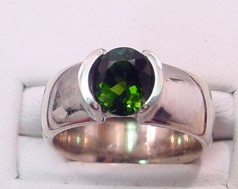 AAA Green Tourmaline   7x6mm  1.22 Carats   14K White gold ring 0162 y