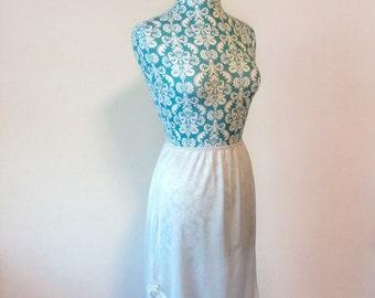 Vintage 1980s blue slip // romantic pastel slip // blue lace half slip