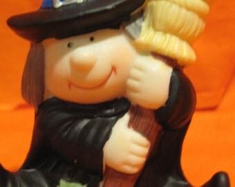 LITTLE CERAMIC WITCH ceramic Figurine 1980s