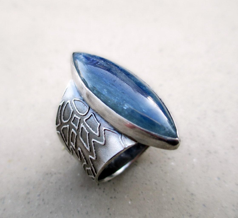 blue kyanite ring lotus flower band chakra aligning. Black Bedroom Furniture Sets. Home Design Ideas