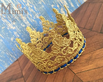The Royalty vintage lace crown - medium gold royal blue trim