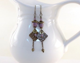 Antique Brass and Lavender Earrings -  Hammered Diamond Earrings - Czech Glass Earrings - Wire Earrings - Long Earrings - Brass - EO51