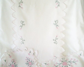pink vintage doilies, 7 vintage doilies, floral embroidery, vintage table runner, amazing pink flowers, shabby cottage, vintage home