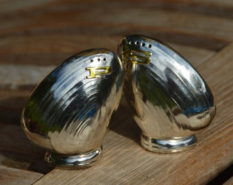 Adorbs Vintage Set of Clam Salt and Pepper Shakers
