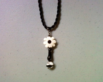 Black and White Flower Pendant (1402)
