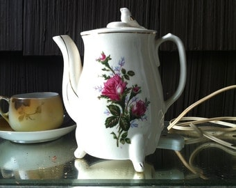 Electric tea kettle with bird and roses