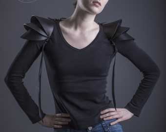 Recycled rubber Shoulder armor / 3D shoulder pads / Pauldron Shoulder piece / Edgy sculptural eco fashion spaulders / Road warrior