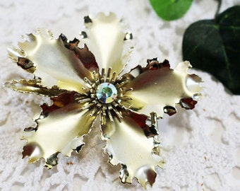 Vintage Brooch, Gold Flower with center bling rhinestone     -  B