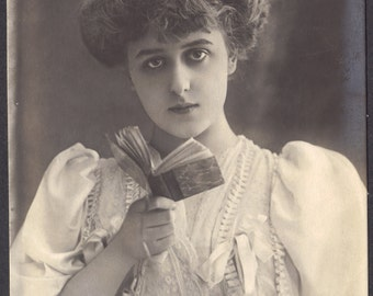 Robinne Searching for Her Motivation, by Reutlinger, circa 1905