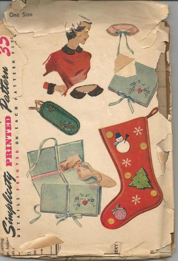 1950s Christmas Stocking Hosiery Handkerchief Eyeglass Case Collar Cuffs Craft Pattern DIY Cristmas Simplicity 4519 Vintage Sewing Pattern