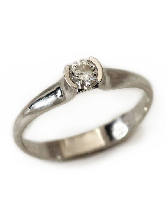 how to clean white gold diamond ring with windex