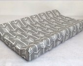 Contour Changing Pad Cover In White Arrow on Grey