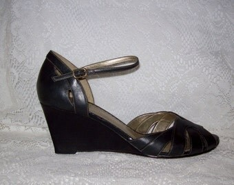 Vintage Ladies Black Leather Sandals Wedges by Naturalizer Size 9 N Only 7 USD