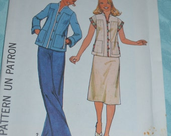 Vintage 70s Simplicity 7998 Misses Skirt and Top Sewing Pattern - UNCUT - Size 10 or Size 12 or Size 14