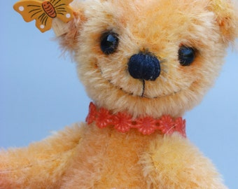 Quatschkopp No.1, a 6,5 inches tall OOAK artist bear made from hand dyed orange mohair with cotton fabric paw pads