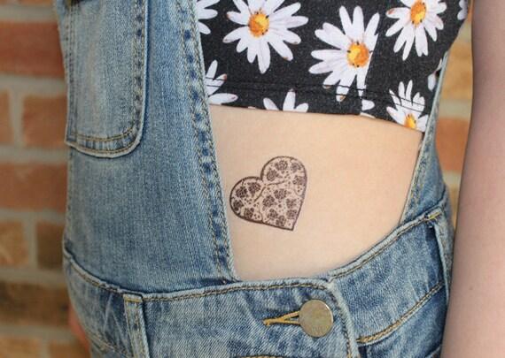 dentelle coeur lot de 2 tatouage temporaire par tattoomint. Black Bedroom Furniture Sets. Home Design Ideas