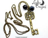 Vintage style necklace with pendant, key pendant Pearl and Crystal | Colors: silver and bronze