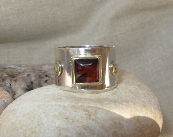 Amber ring. Handmade. Sterling Silver combined with 9k gold set with Amber gemstone. Square Cabochon Amber. Solitaire ring. Bezel set ring.