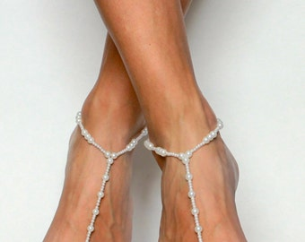 Bridal Foot Jewelry in White Pearls Barefoot Sandals for the Bride Beach Wedding Jewelry Foot Thong Foot Jewelry White Pearls Bridal Anklet