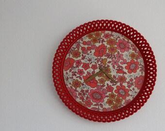 Red clock (a 60