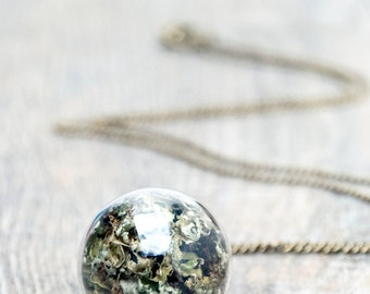 terrarium necklace, botanical jewelry, woodland necklace, glass orb necklace, real moss terrarium pendant, resin jewelry, unusual jewelry