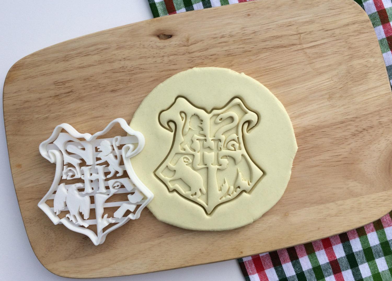 Harry Potter Cookie Cutter Hogwarts Emblem Logo Cookie Cutter Cupcake Topper Fondant Gingerbread Cutters Solemnly Mischief Christmas Gift