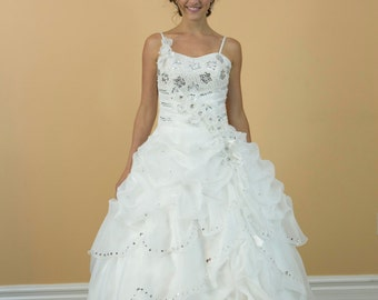 Sweet 16, Prom Romantic Ballgown, White Sweetheart with thin straps Organza Wedding dress