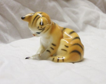 Viintage Orange Tabby cat figurine, Danbury Mint