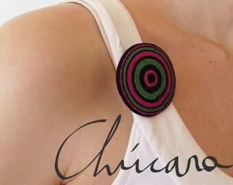 Color circles brooch