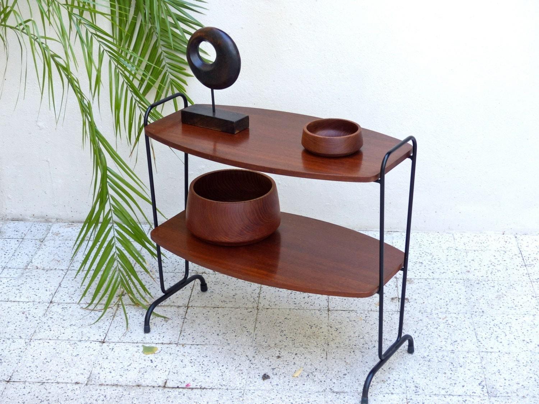 table d appoint porte revues vintage haute juice. Black Bedroom Furniture Sets. Home Design Ideas