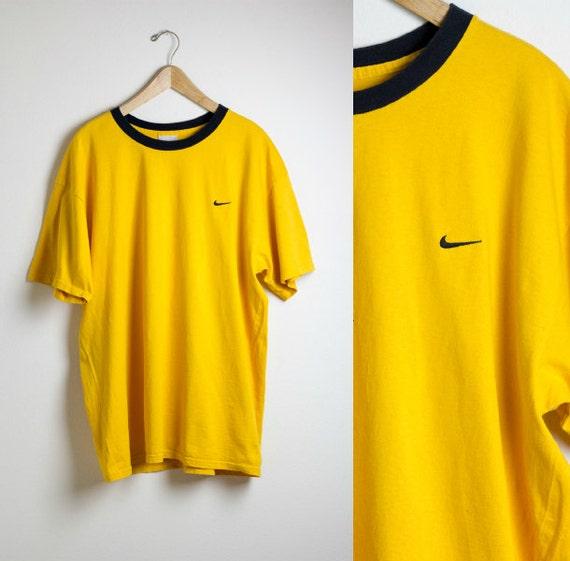 t shirt nike jaune