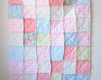 Pink rag quilt - Baby rag quilt - Shabby chic quilt - Crib rag quilt - Floral rag quilt