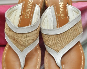 Vintage Bernardo Thong Sandals Womens/Burlap & White Trim/Summer Shoes Casual Ladies Teens 80s 90s Flip Flop Medium Beach Resort Designer 7