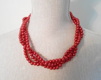 Red wedding pearl necklace