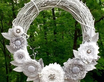 Painted grapevine wreath in Shabby Chic. Vintage inspired with fabric flowers