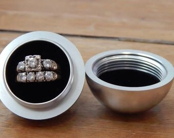 The Orb - A Modern Ring Box