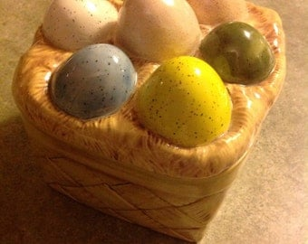 Ceramic Easter basket with lid