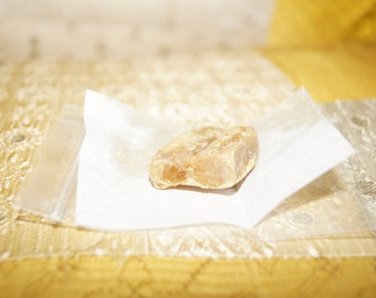 FIVE grams FRESH DARK Indian Honey Amber Resin Natural Mood Enhancing Solid Fragrance Solid Parfum