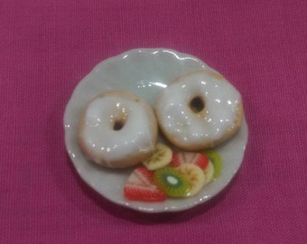 Miniature bagel with cream cheese