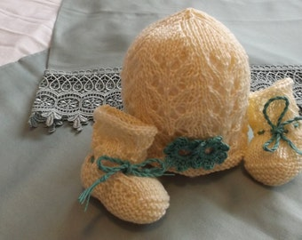 Hat and booties 0 - cotton month