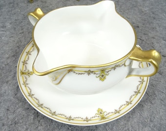 Haviland Limoges Gravy Boat with Attached Plate in Schleiger 299 Design Pattern