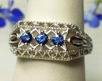 Ceylon blue sapphire etsy for Verlobungsring blauer stein