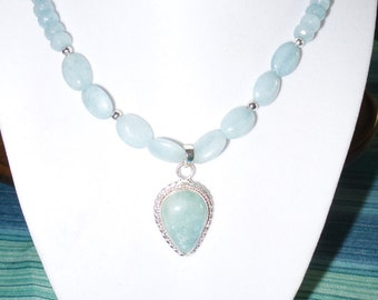 Aquamarine necklace with pendant.