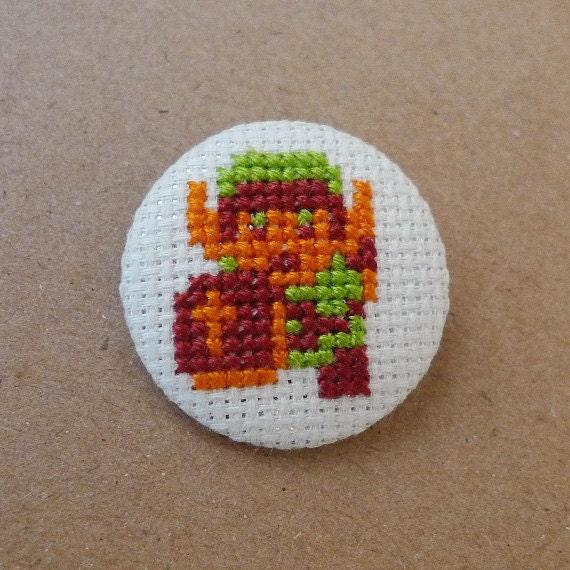 Zelda cross stitch 31mm pinback button - Link - Embroidered geek brooch