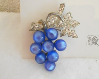 Beautiful 1930's Grape Cluster Brooch/Pin
