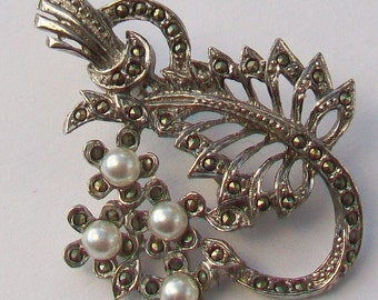 Marcasite & Faux Pearls Vintage Brooch