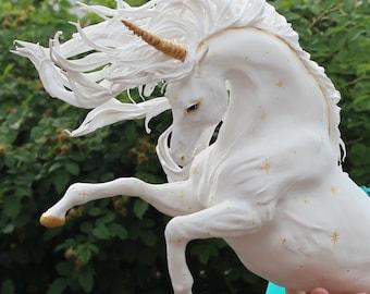 Unicorn,large unicorn,white unicorn,unicorn figurine,unicorn statuette,unicorn sculpture