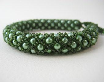 Mossy green netted pearls beadwork bracelet