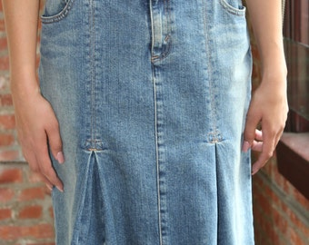 Levi's Denim Jean Skirt Size 28W