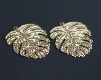P1-684-G] Tropical Leaf / 28 x 35mm / Gold plated / Pressed Pendant / 4 pieces